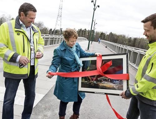 Första etappen av Förbifarten färdig: gång- och cykelbro över väg E4